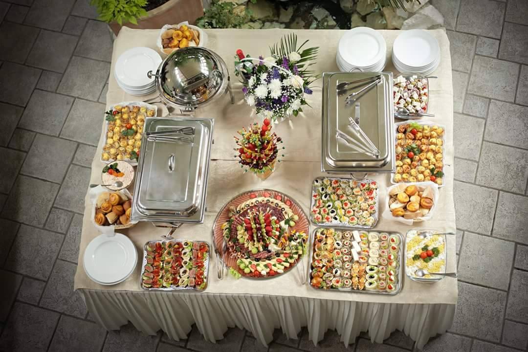 Dostava hrane - Koktel posluženje za svadbu Beograd - kanapei, slata, predjelo
