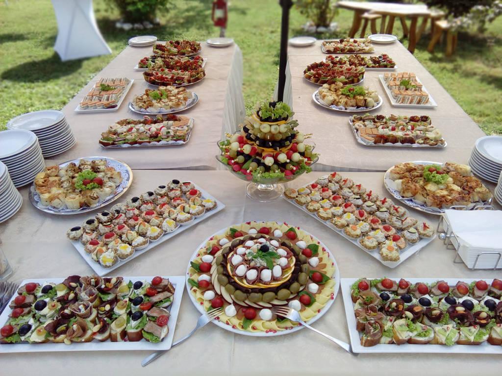 koktel posluzenje - kanapei, punjene korpice, slane pite