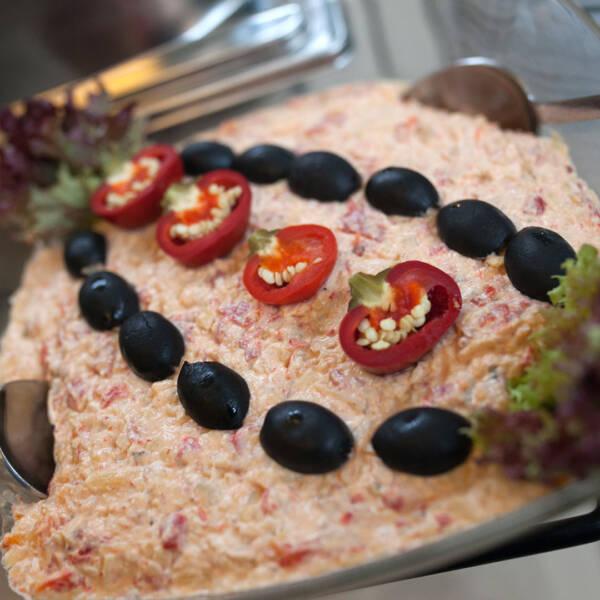 Urnebes salata