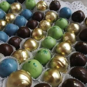 Dekorisane čokoladne kuglice
